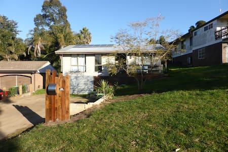 3 bedroom 1 bathroom home in Bega - Bega