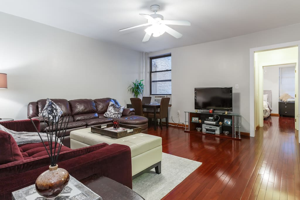 Living/Family Room with seating for up to 6 people