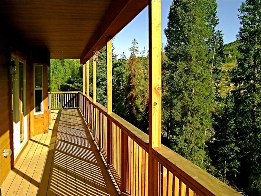 Beautiful deck with grill and mountain views!