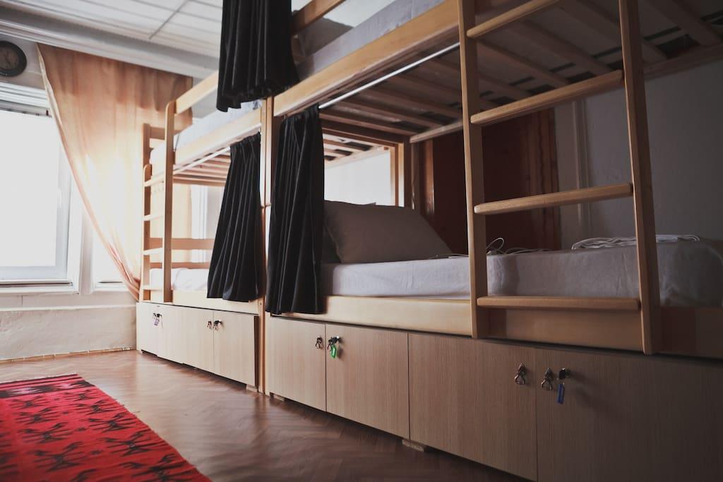 10 bunk beds dorm room