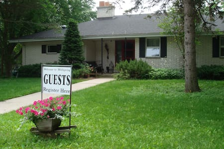 Wellspring B&B - Blue Heron Room - West Bend
