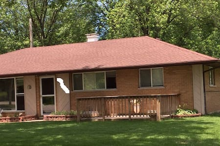 Renting two rooms $800.00 - Pleasant Prairie