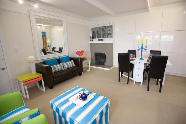 Comfortable 2-Bedroom Apartment with Views by CBD