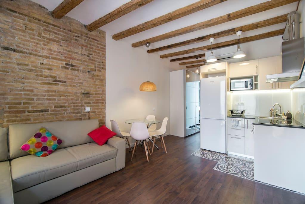 Hermoso piso sagrada familia apartamentos en alquiler for Piso sagrada familia malaga