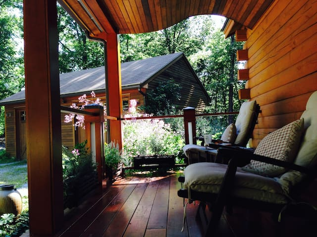 Suite in a Contemporary Log Cabin - Pepperell - Gjeste suite