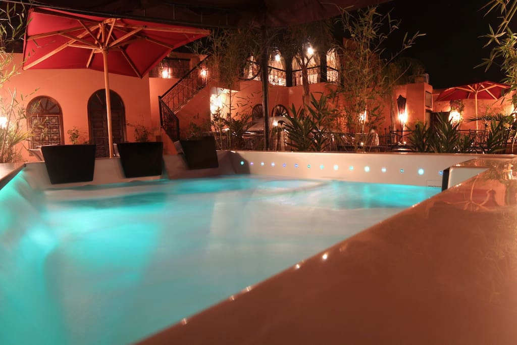 Riad luxueux avec piscine chauff e bed and breakfasts for Riad marrakech piscine chauffee