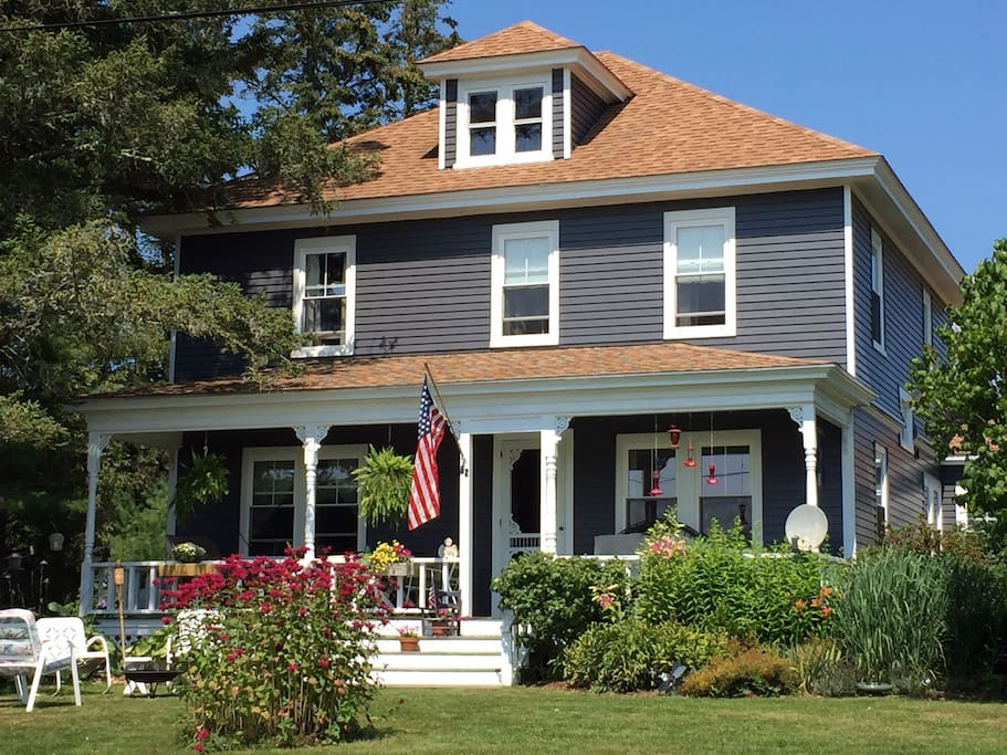 """Donna, June, 2016 """"Historic home with beautiful view""""  """"Marion and Pat made us feel welcome in their lovely home and offered helpful sightseeing information. The room is cozy with a very comfortable bed. Highly recommend!"""""""