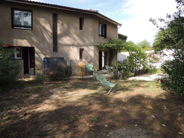 Maison conviviale jardin + terrasse - Clapiers - Casa