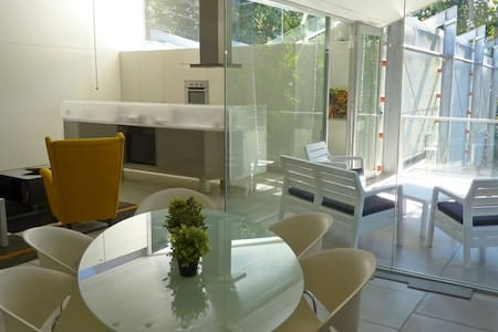 Mondrian Holiday Apartment - Eagle Heights