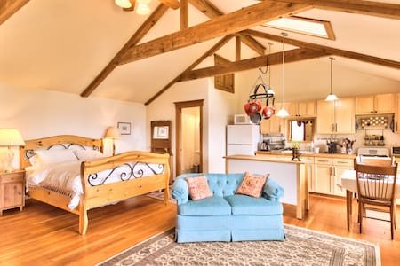 Charming Seabluff Cottage with View - Vashon - Cabane