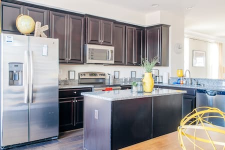 1 of the best rated in Bmore! 3+BR. - Baltimore - Ház