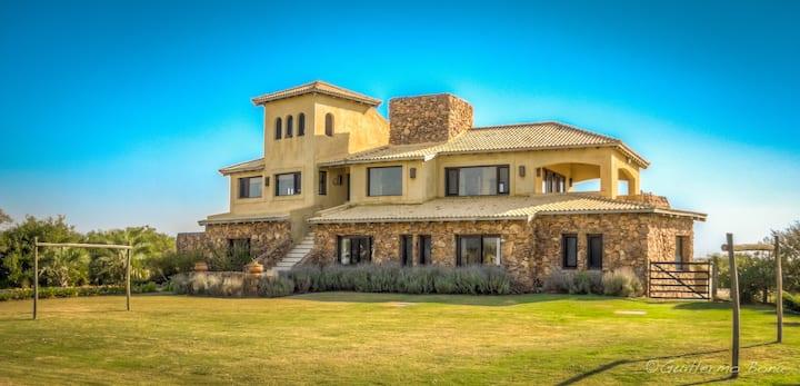 Hermosa Casa en El Quijote Chacras