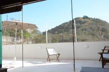 Amplo e aconchegante terraço, com uma vista maravilhosa
