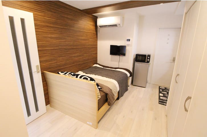 CLEAN and COZY 15min to Namba. Free WIFI. 1F
