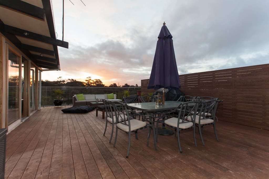 Enjoy the entertainers deck with BBQ, dining table, lounge suit, bean bags and outdoor fireplace. The sunsets are just amazing to sit back and enjoy with a glass of wine.