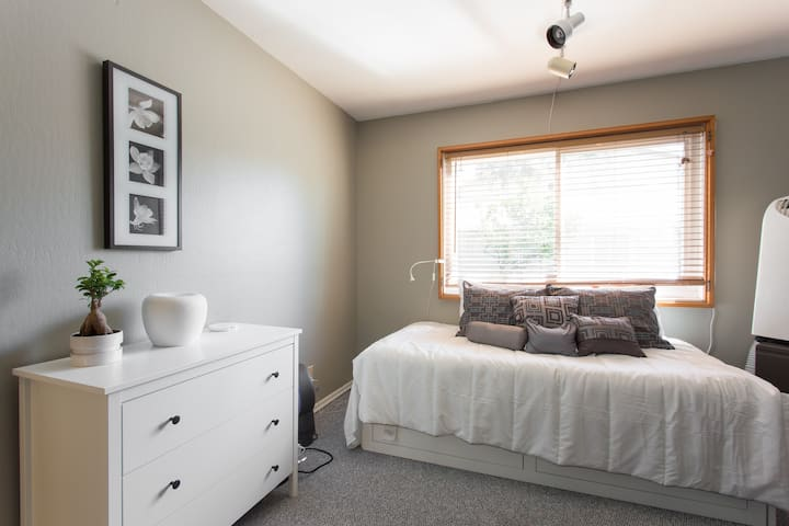 Silicon Valley- Private Room in Quiet Neighborhood