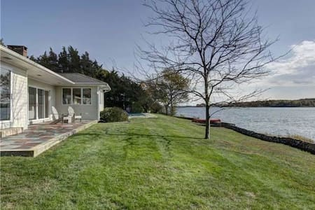Magical modern waterfront home - Southold