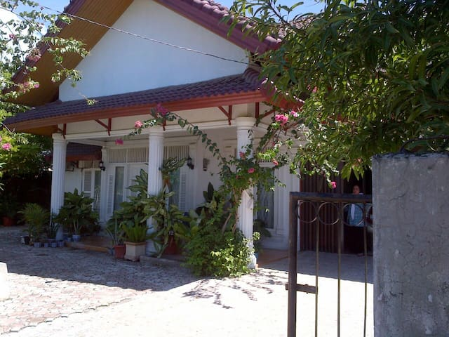 Stunning colonial style villa - Aceh Besar - 別荘