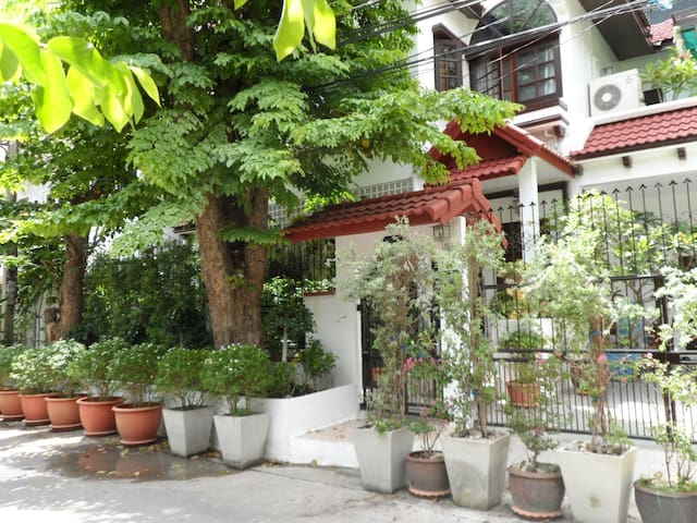 LUXURY SERVICED HOUSE CITY CENTRE - Bangkok - House
