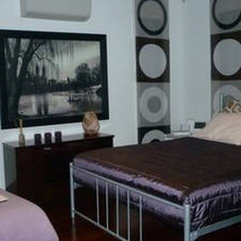 Elena Room @ Westbourne Manor - Williams Landing