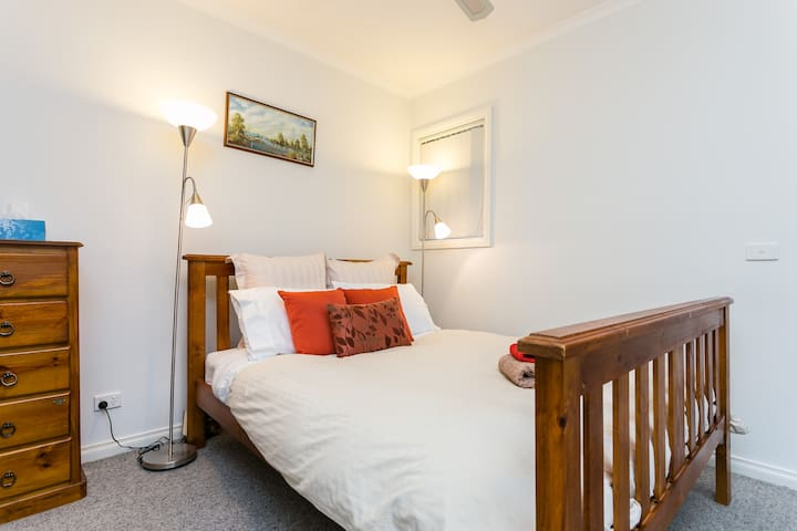 Peaceful,Secluded room w/ensuite. - Donvale - House