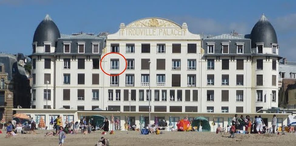 Family flat in trouville palace