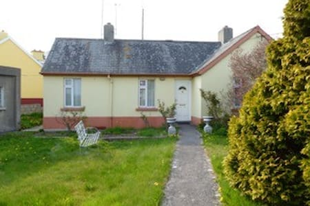 Home in picturesque village - Askeaton - Haus