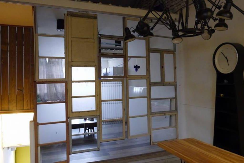 廚房與客廳以開放方式相隔