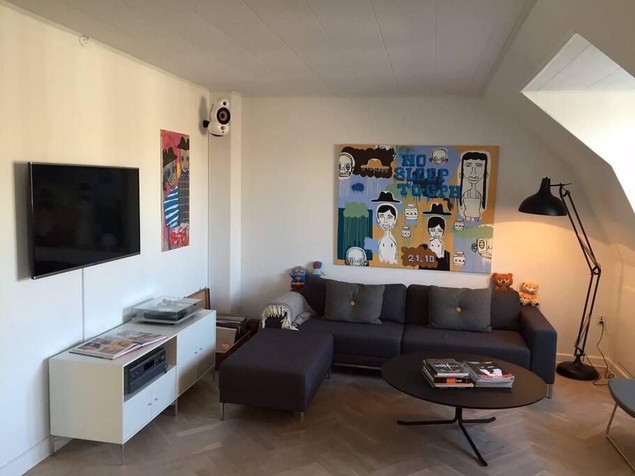 Living room with smart tv (netflix etc.)