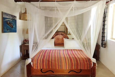 Utupoa Lodge, Ngalawa bedroom