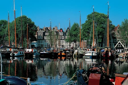 HISTORICAL DOWNTOWN AMSTERDAM