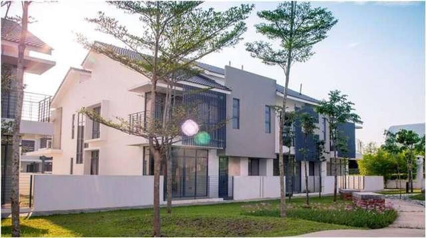 Room - Across Putrajaya Lake House - Cyberjaya