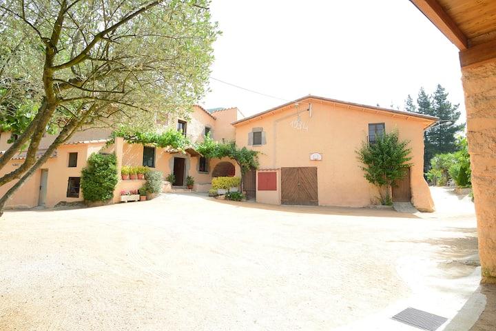 Casa para grupos con piscina en Montseny cerca Bcn