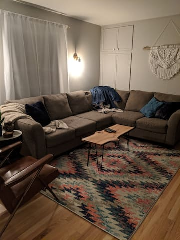 Cute Cozy and Trendy Bayview Ranch