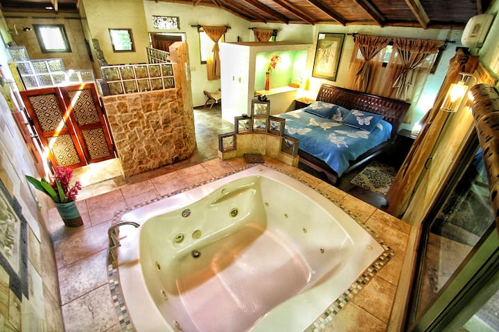Honeymoon Suite - Waterfall Villas