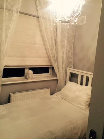 Single Room - Enfield - Bed & Breakfast