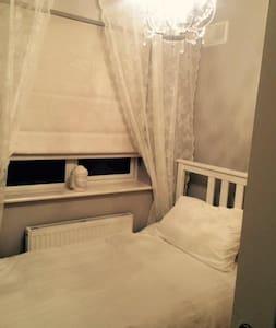 Single Room - Enfield - Bed & Breakfast