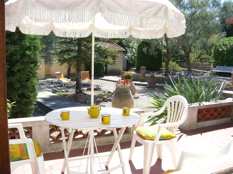 La Terrasse où le chant des oiseaux agrémentera votre séjour