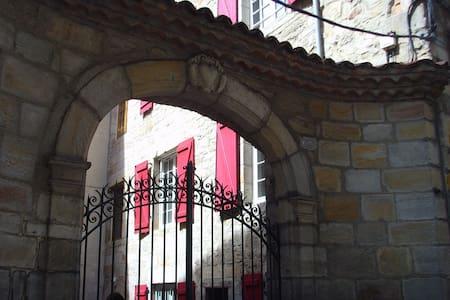 Chambre privée centre historique - Figeac - Şehir evi