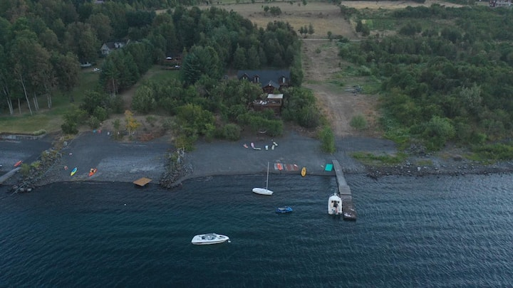 Casa con orilla de lago
