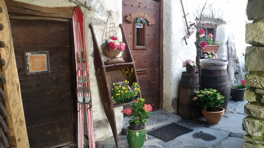 Chambre 2 au Chalet du Bois de Lune - Bourg-Saint-Maurice - House