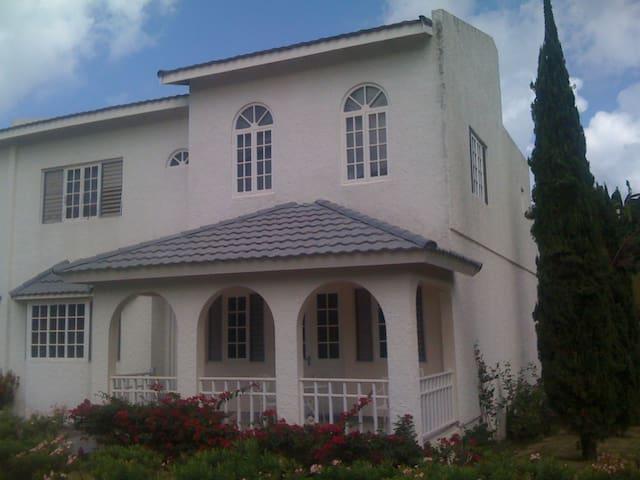 RUSHBOND VILLA, IRONSHORE,MONTEGO BAY  JAMAICA