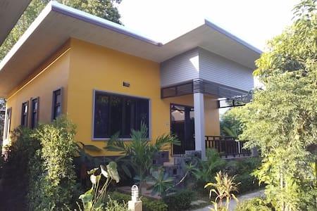 MN02: NEW 2BR house 2 minutes to the sea - Ko Samui, Mae Nam - 独立屋