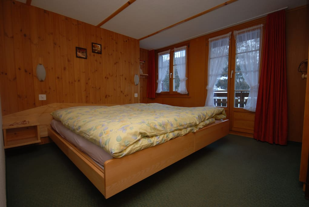 Schlafzimmer mit 2 Betten, Balkon
