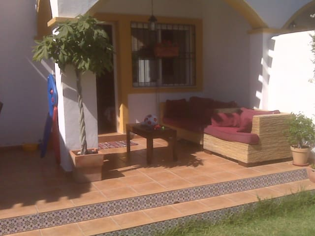 Alquilo casa en la Playa - Pueblo Latino - House