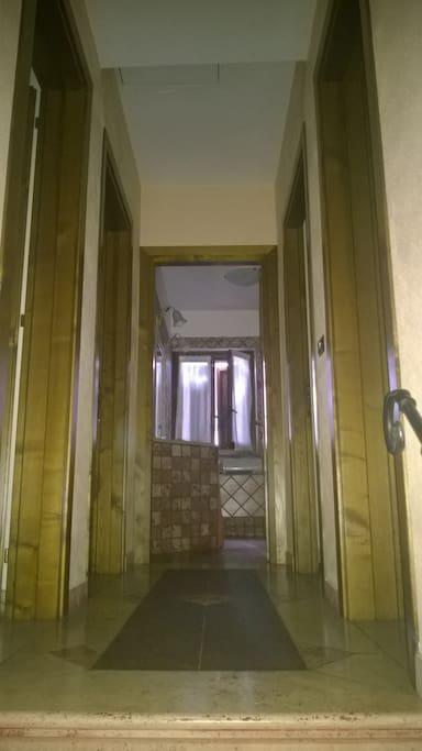 affaccio delle 4 camere sul corridoio con bagno in comune centrale