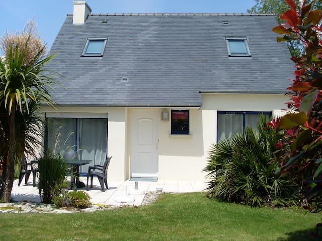 Maison ensoleillée en bord de mer - Trégunc - House