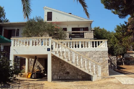 Apartment Kolić, 10m from the sea - Veli Rat