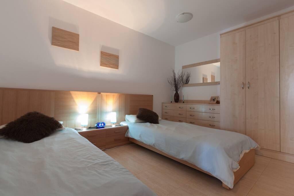 Twin / double bedroom with plenty of storage