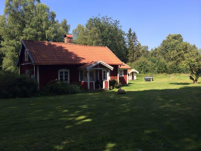 Torp i vacker natur nära sjö - Ljungby